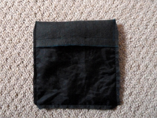 Pocket with edges trimmed (lining side)