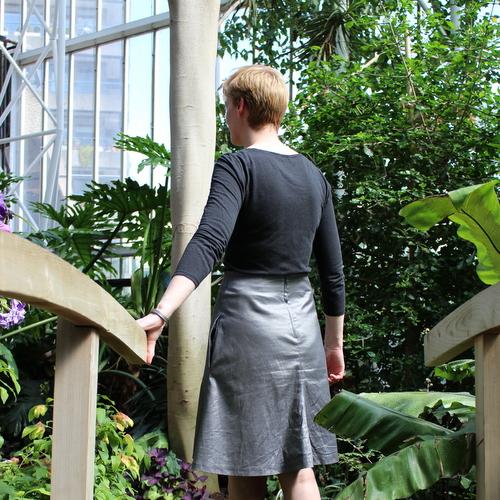 Vogue 2607 skirt back view