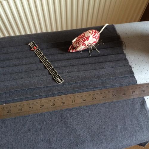 Straightening V1390 tucked panel