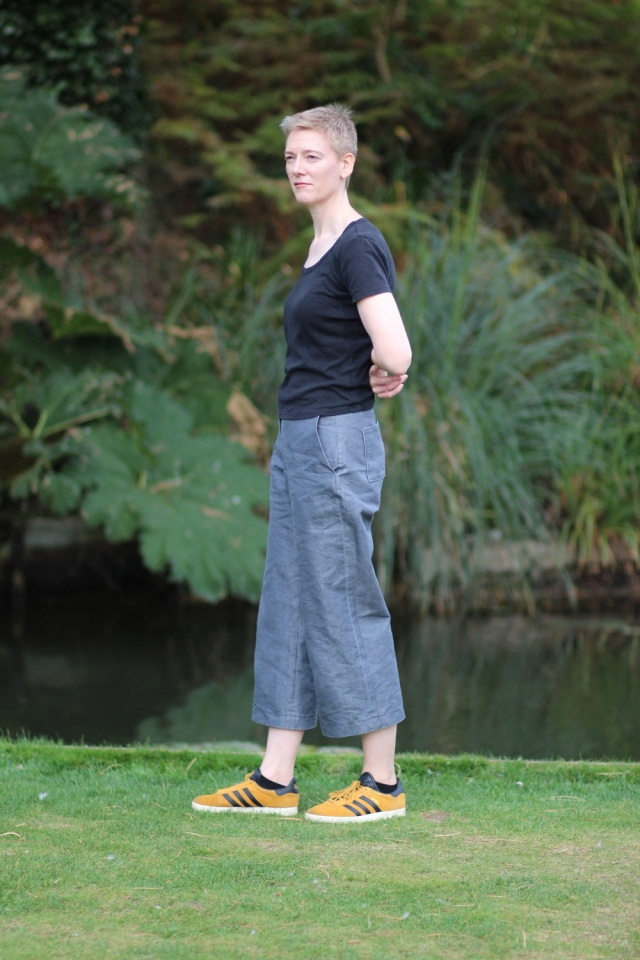 Burda 112A 03/2012 culottes in dark silver denim, side view, in botanic garden
